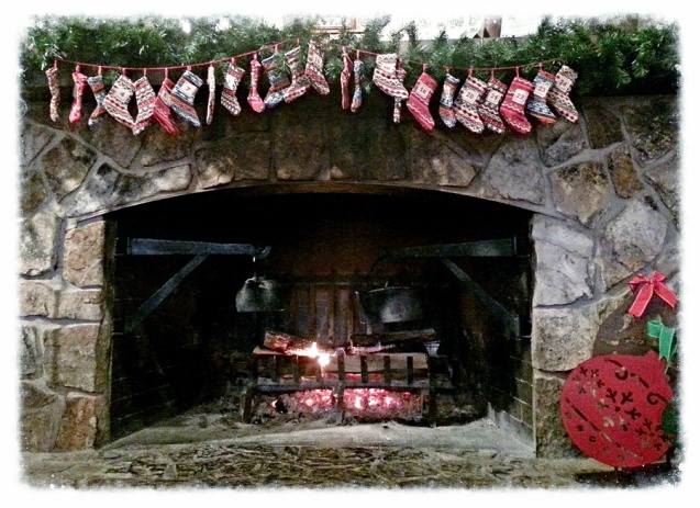 cracker-barrel-christmas-fireplace-resized