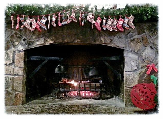 cracker-barrel-christmas-fireplace-resized